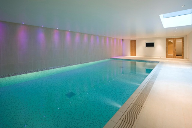 Residential swimming pool spa for Building an indoor swimming pool